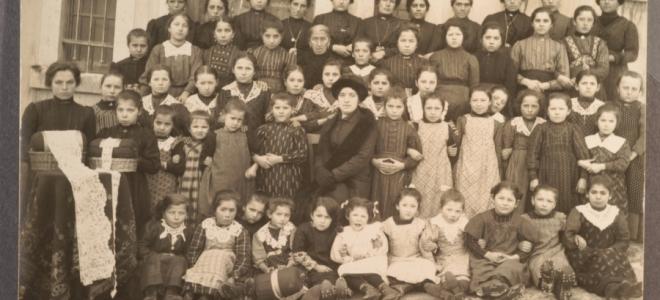 Merlettaie Imperial Regie della Scuola di pizzi di Javrè nel 1915